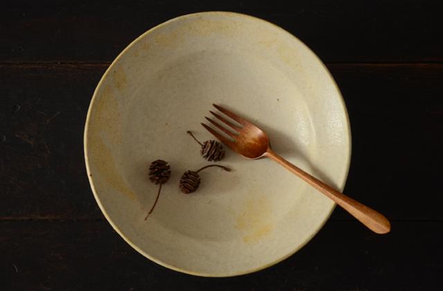 鈴木宏美 淡黄色7寸リム付皿