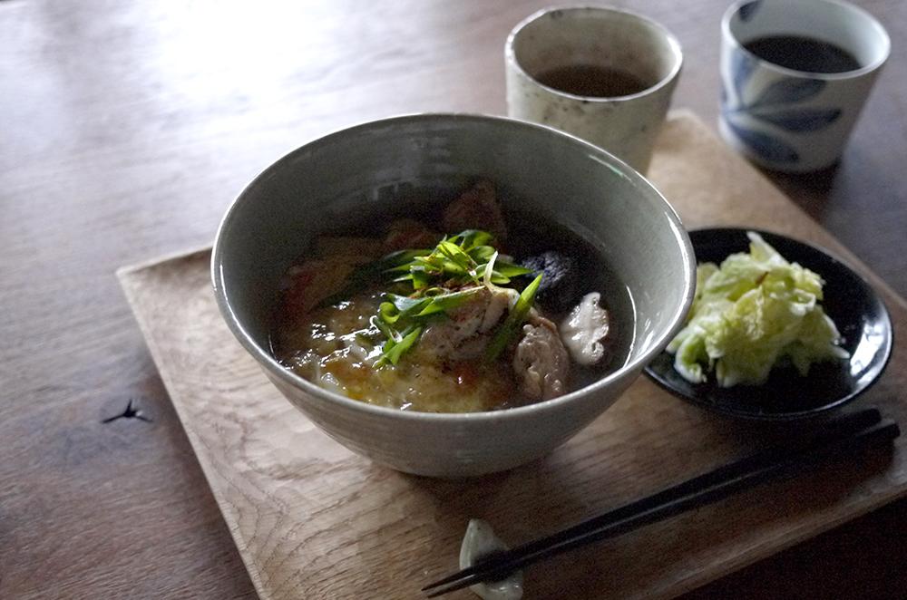 田谷直子さんの灰釉麺鉢ほか