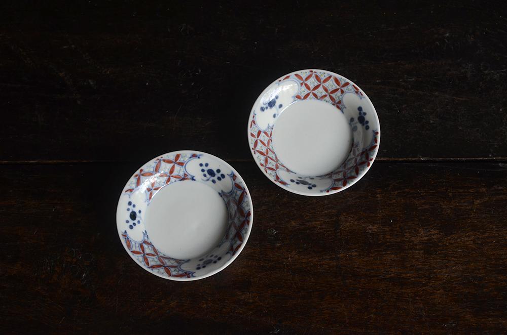 有田の渡邊心平さんから可愛らしい小皿届いています