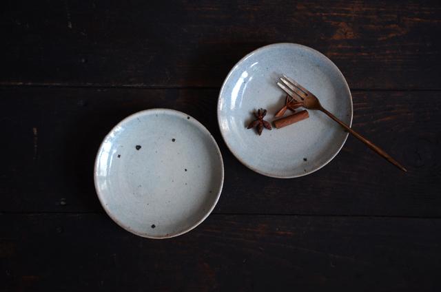 竹本ゆき子 粉引藁灰釉4寸皿