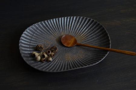 久野靖史さんから久々にプリーツ(鎬)楕円皿が入荷しました