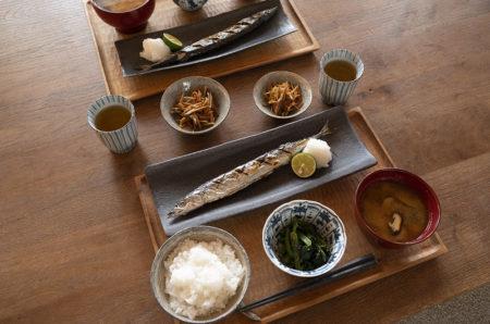 re:sumicaで『【揃えておきたい和食器】地味な焼き魚をおいしく見せる「長角皿」』をご紹介しています。